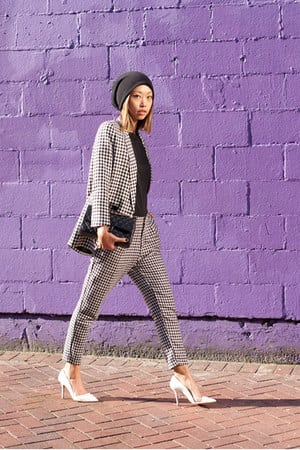 black-knit-beanie-hat-white-jacket-white-pants-white-zara-pumps