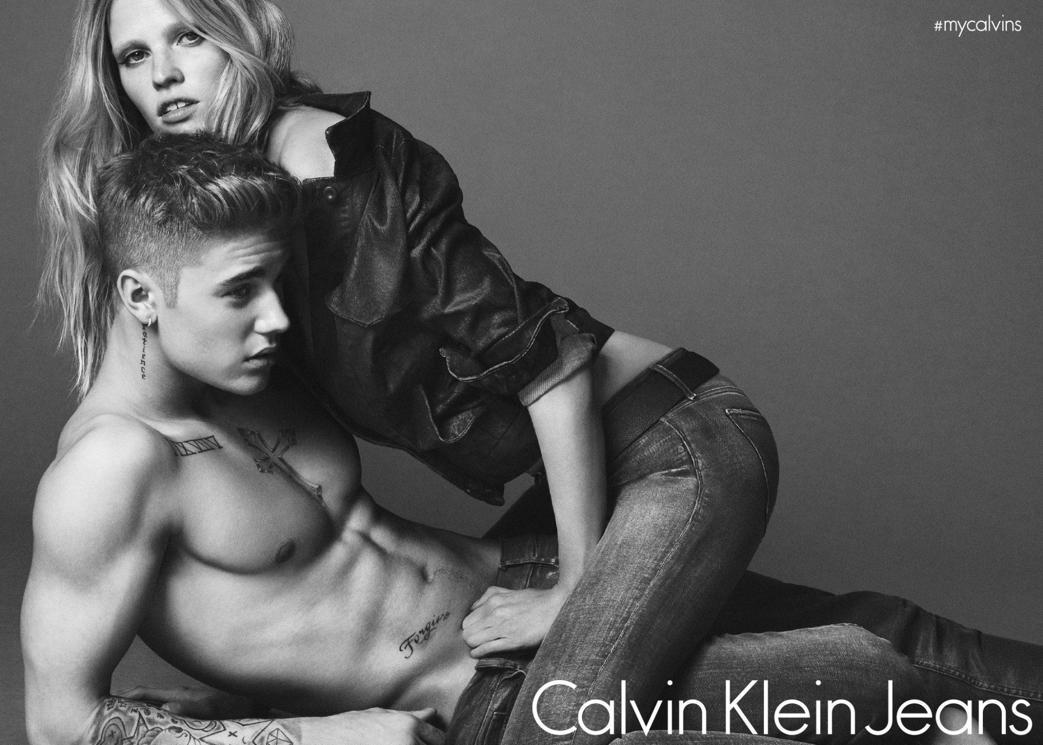 Justin Bieber a Lara Stone pro Calvin Klein. Zdroj: Oficiální FB a Instagram Calvin Klein