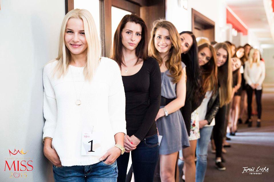 Dívky na castingu čekají na výběr poroty Česko-Slovenské Miss